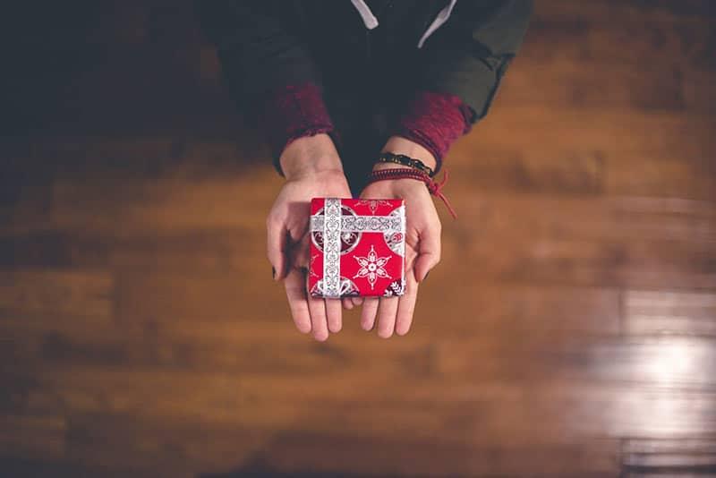 La carte cadeau a-t-elle remplacé les autres cadeaux à Noël ?